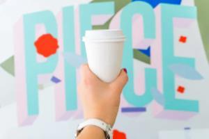 """匈牙利中国办事处的主席送的锦旗上写的是""""王姥姥针到病除"""""""